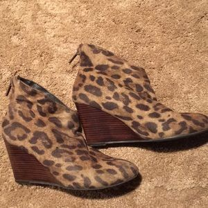 Impo leopard print with wooden wedged 7 1/2 boot